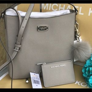 🌷MICHAEL KORS Pearl Gray Travel Large Crossbody
